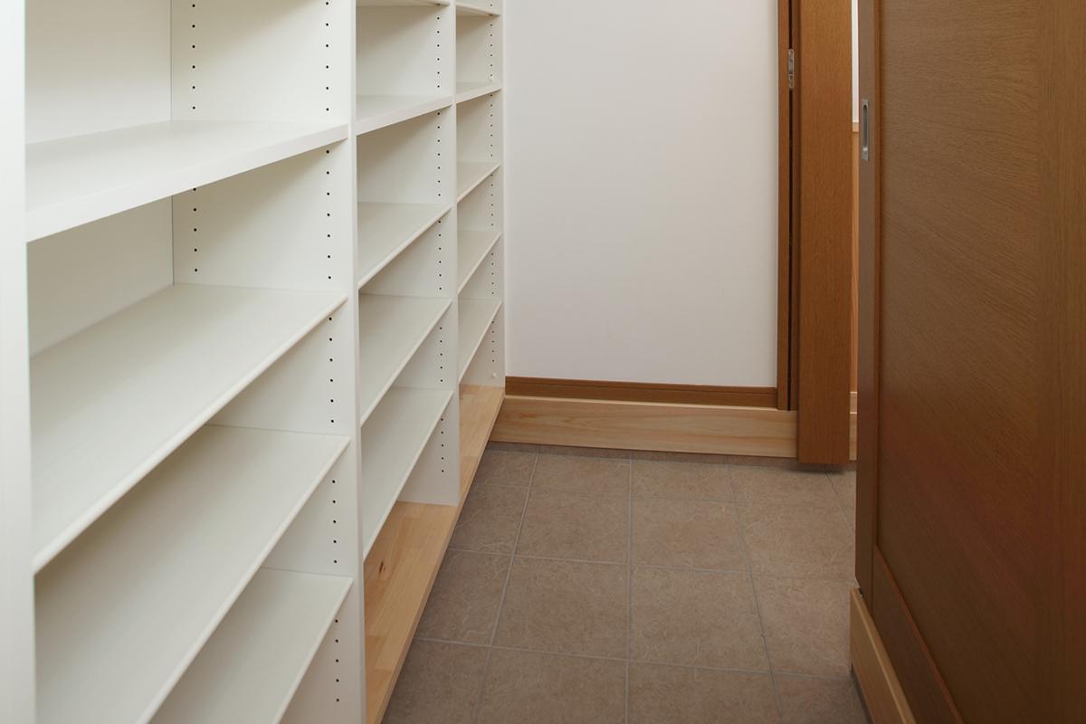 玄関にはシューズクロークがあり、玄関はすっきり整理できていて、急な来客でも慌てなくてすみます。