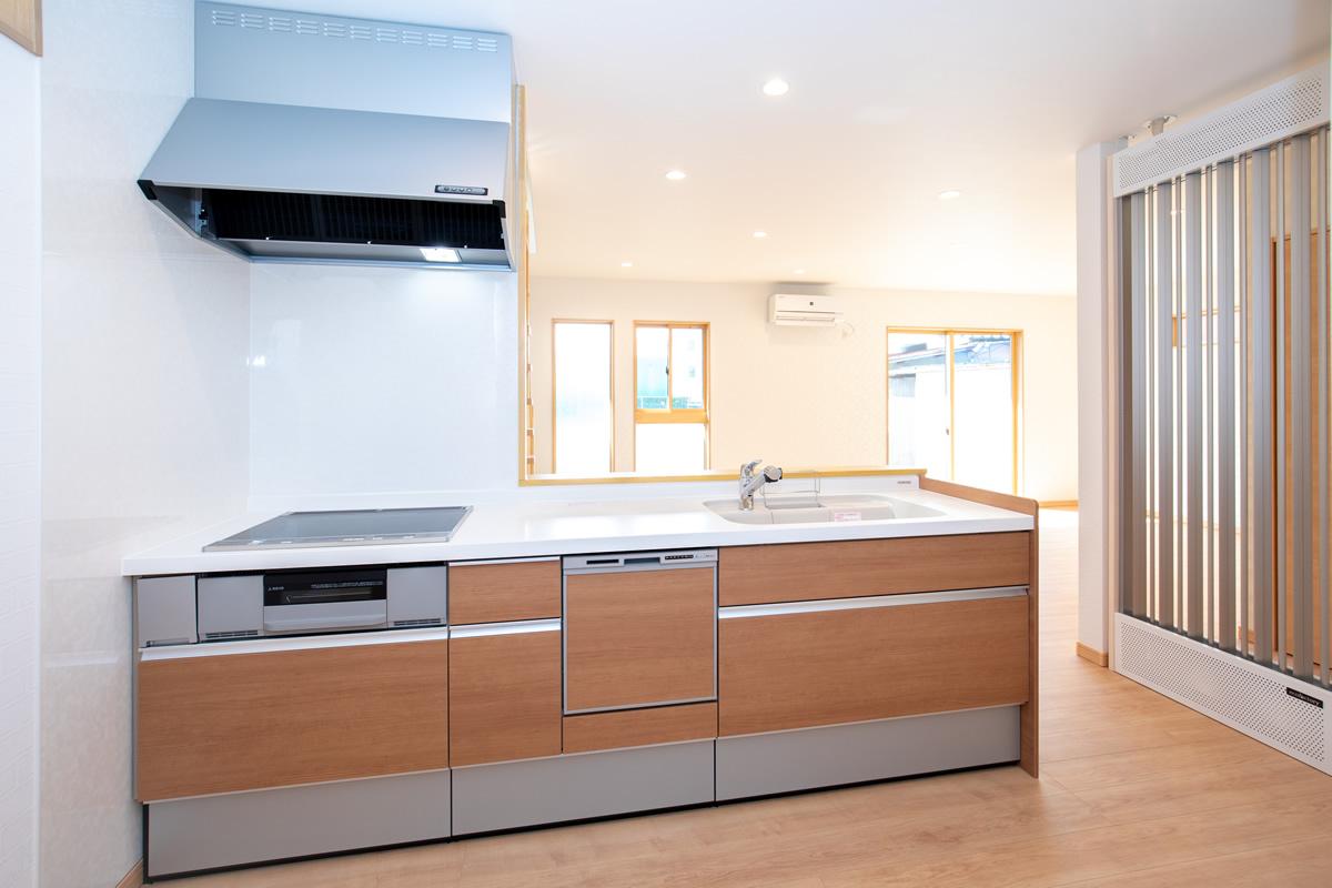 広いキッチンスペースにはパントリー(食品庫)もあって使いやすいです。